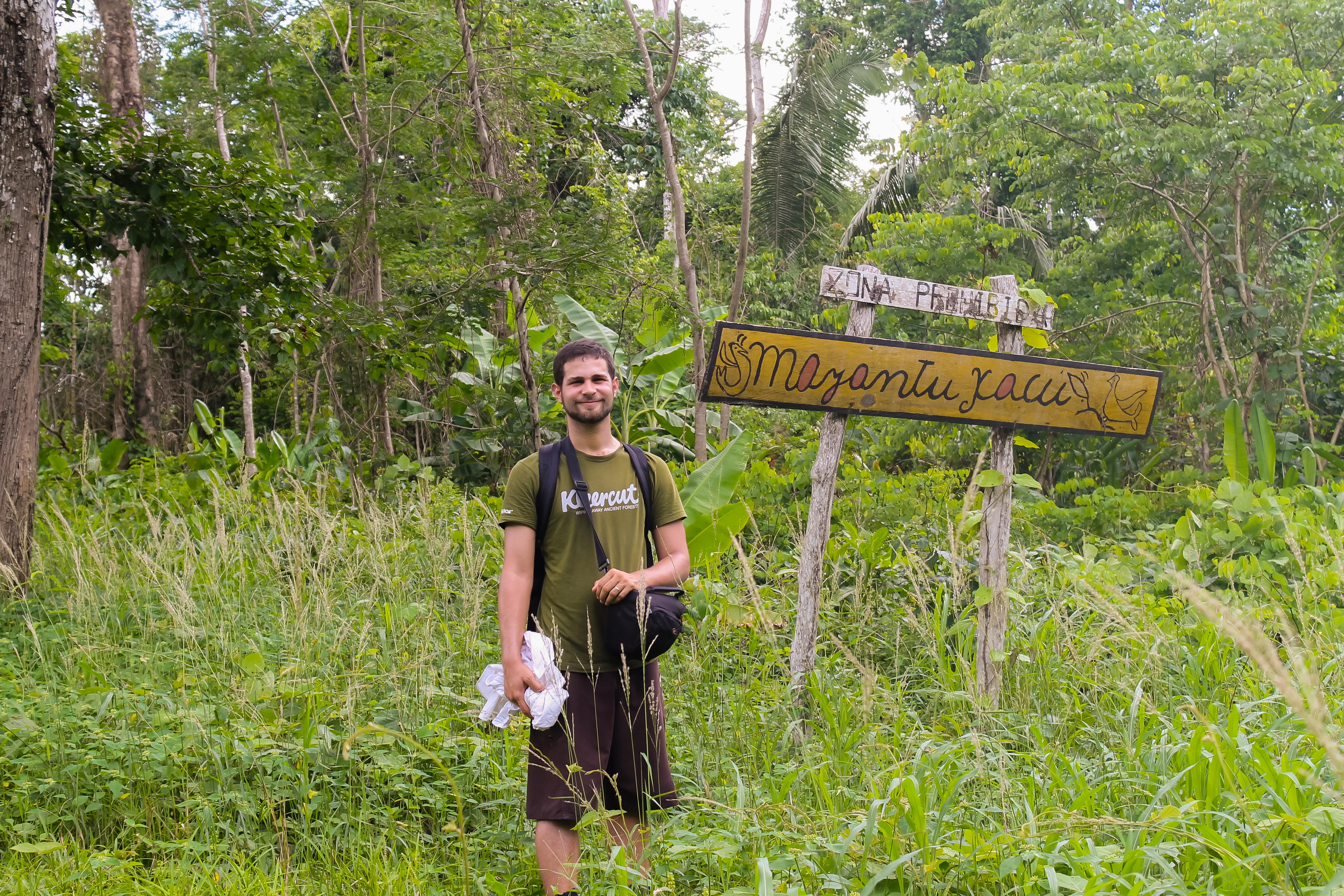 Andres at Mayantuyacu's border_Guida Gastelumendi